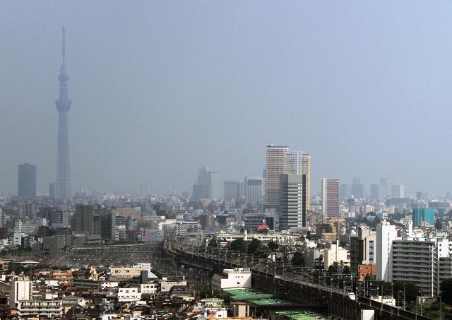 とき326号と東京スカイツリタワー