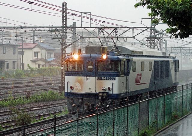 EF64-1037 単5585レ