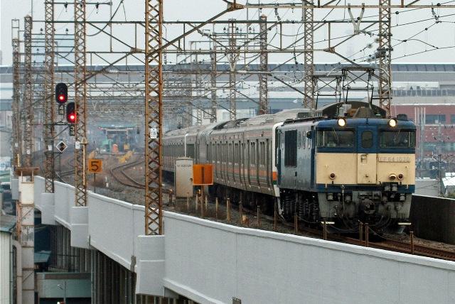 EF64-1030 211系