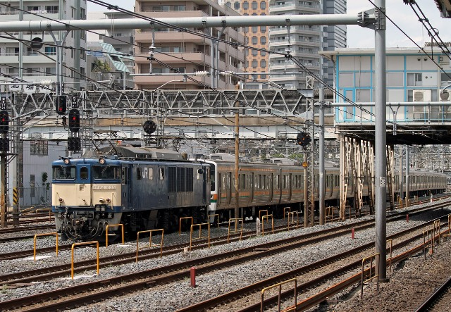 EF64-1030 与野駅前