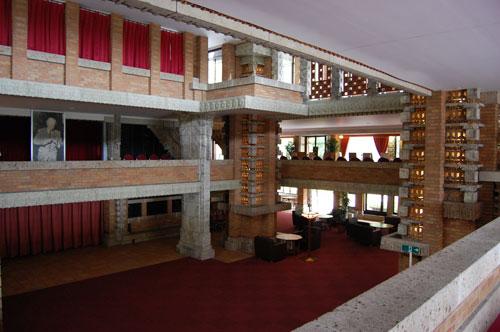 帝国ホテル玄関ホール