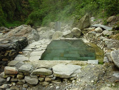 タトパニの温泉