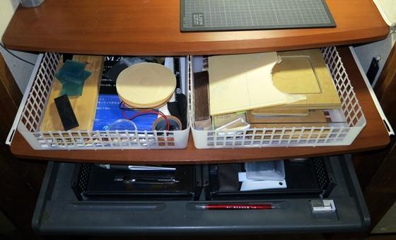 作業机カゴで整理