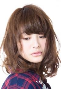 30代女性におすすめの髪型 抜け感カールセミディヘアスタイル