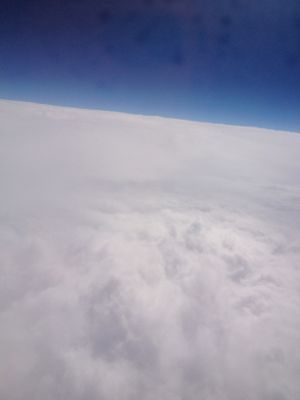 雲の多い空