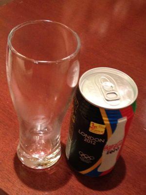 五輪カラーのコカコーラ