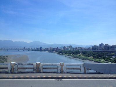 川を渡って台北市内を脱出
