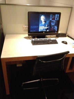 パソコンと素晴らしい椅子
