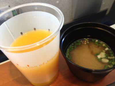 マンゴージュースと味噌汁