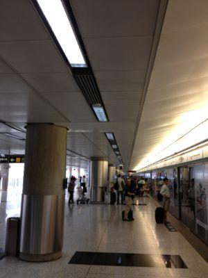 機場駅・電車到着前