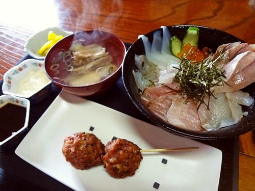 地魚丼とイカメンチボール