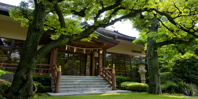 明治記念館・本館一角に佇む総檜造りの挙式会場「儀式殿」
