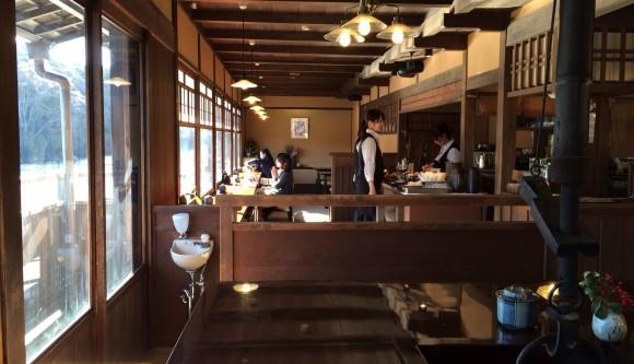 【五十鈴川カフェ】おかげ横丁の川辺で日向ぼっこできるカフェ