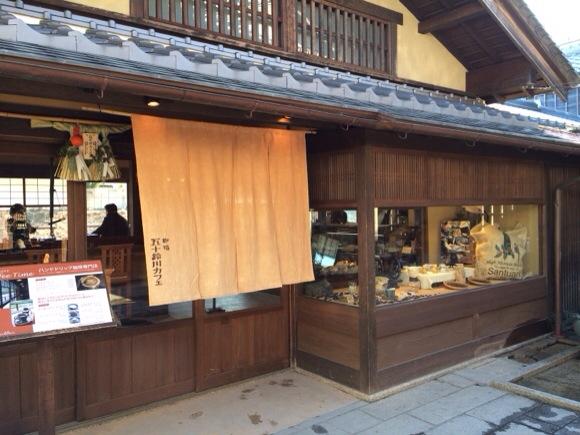コーヒーとスイーツが楽しめる有名なカフェがこちらの五十鈴川カフェです。