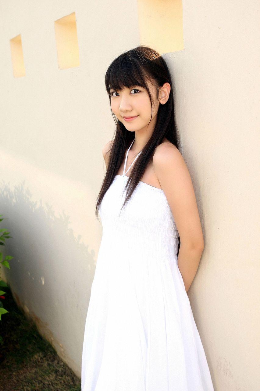 AKB48 柏木由紀 セクシー カメラ目線 肩出し 高画質 エロかわいい画像