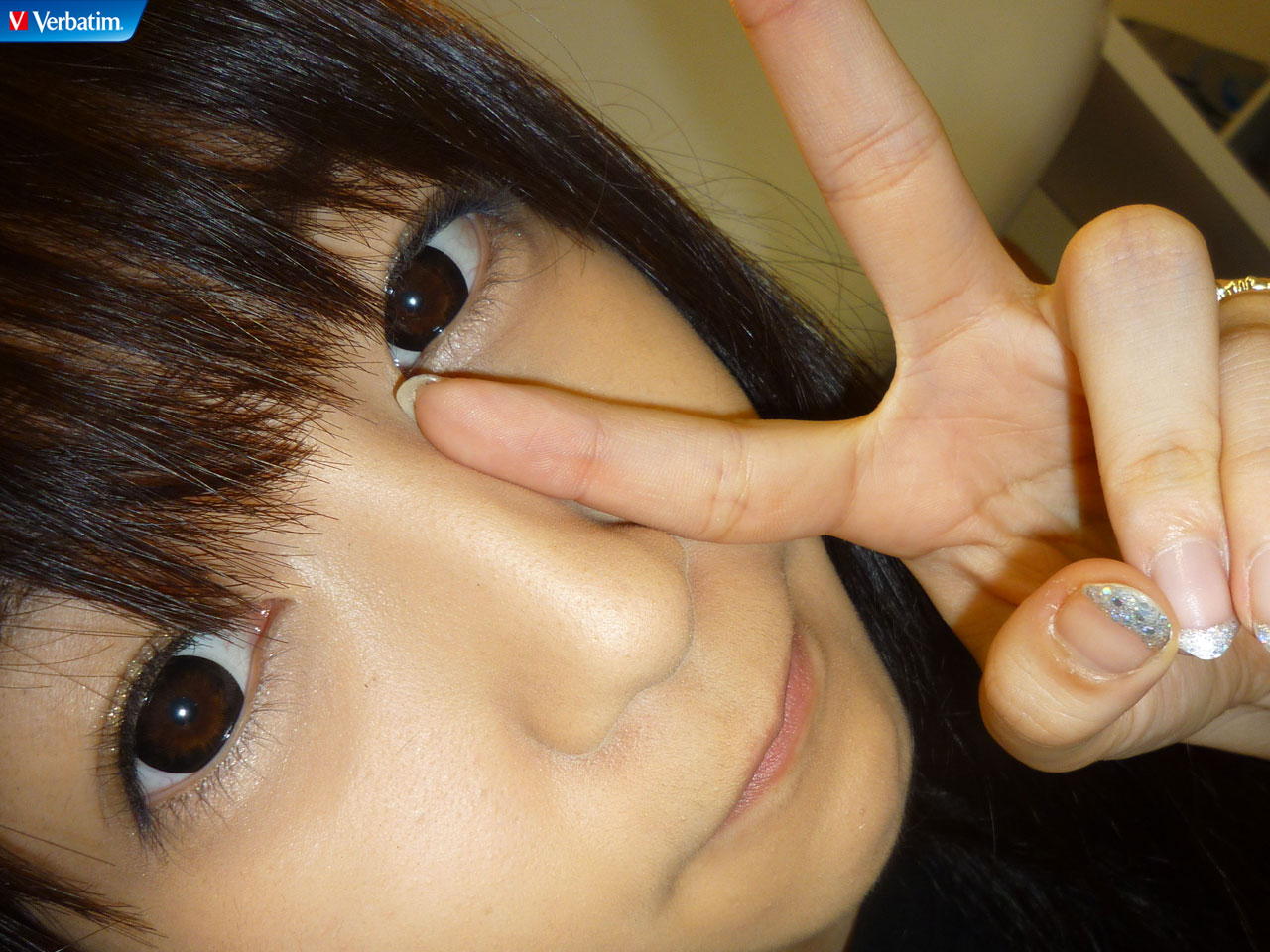 AKB48 佐藤亜美菜 セクシー 顔アップ ピース カメラ目線 ぶっかけ用 高画質 エロかわいい画像