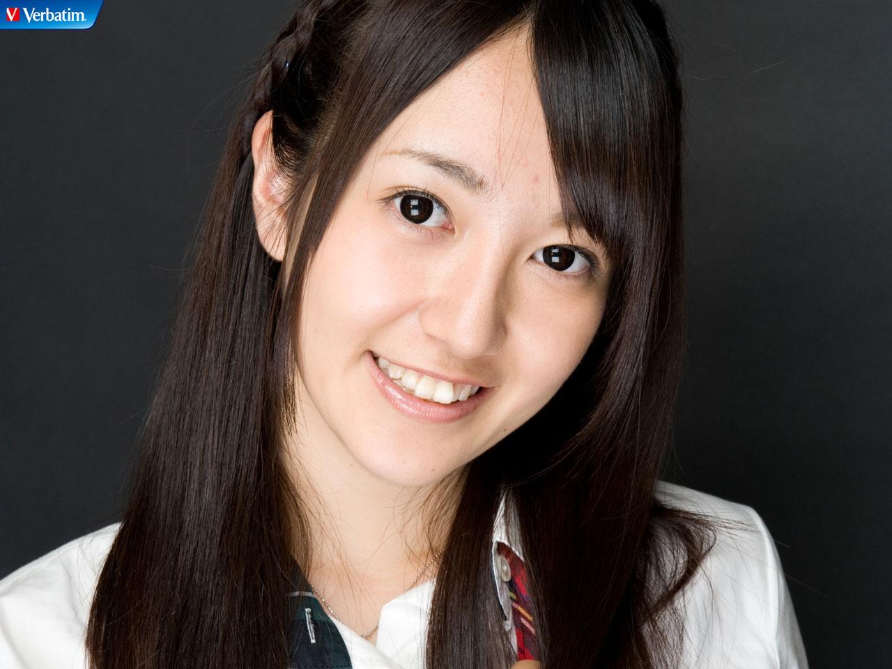 AKB48 佐藤亜美菜 セクシー 顔アップ 笑顔 カメラ目線 高画質 エロかわいい画像