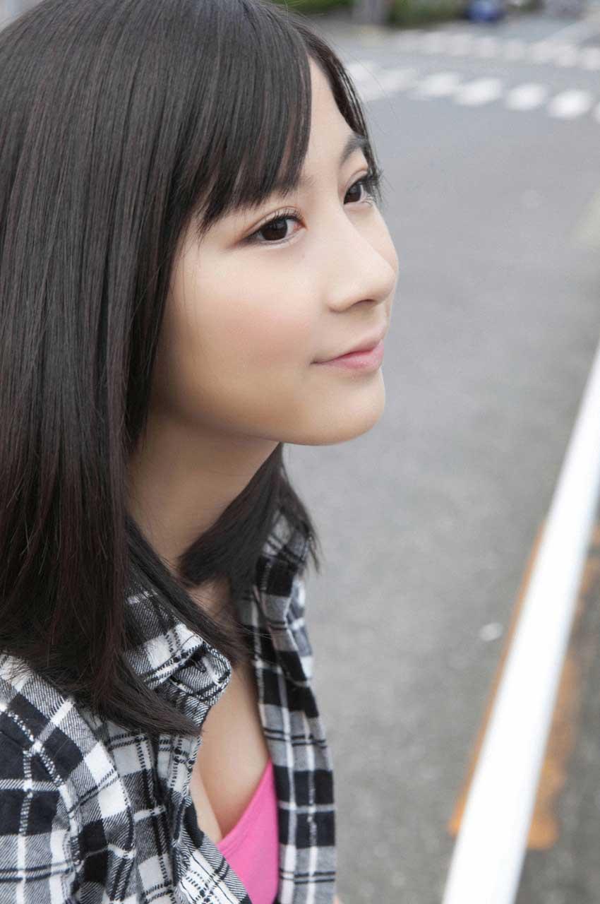 小野恵令奈 セクシー おっぱいの谷間 顔アップ 高画質 エロかわいい画像