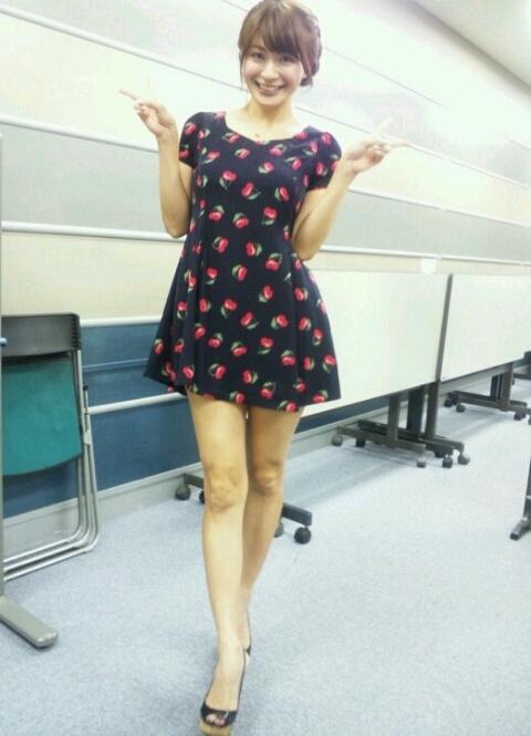 八田亜矢子 セクシー私服 ワンピースミニスカート 笑顔で生足 Wピース エロかわいい画像