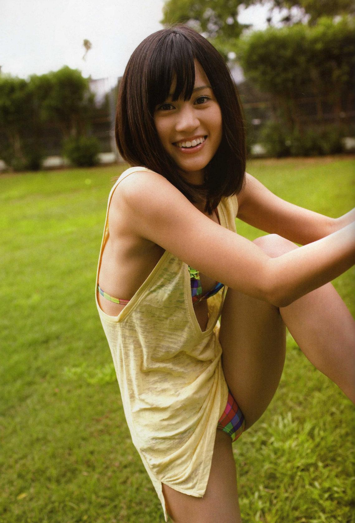 AKB48 前田敦子 セクシー 開脚 ビキニ水着 笑顔 カメラ目線 高画質 エロかわいい画像