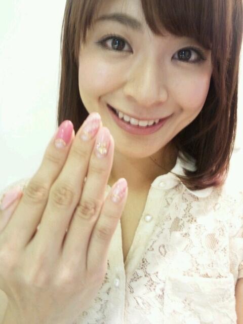 八田亜矢子 顔アップ 笑顔でネイル エロかわいい画像