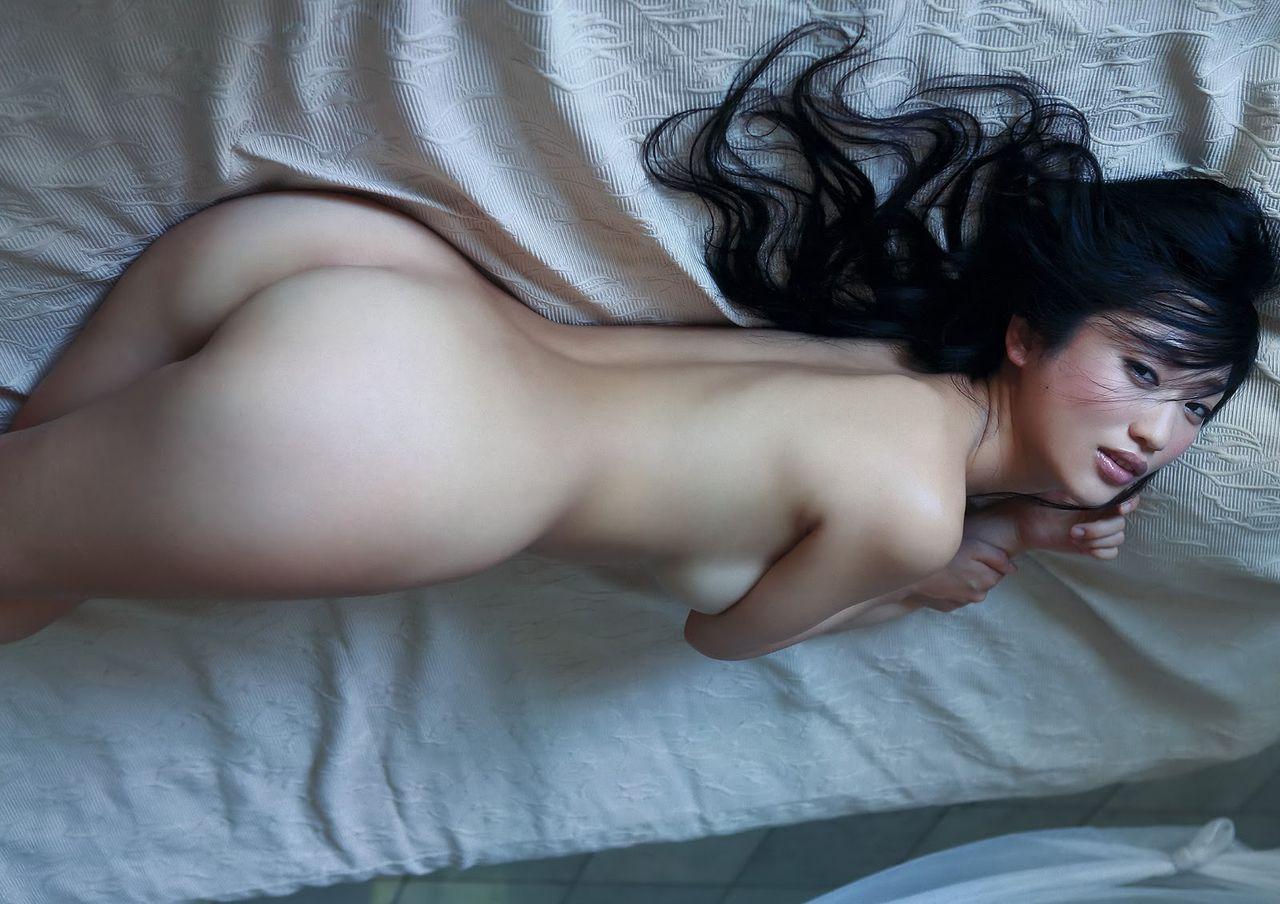 壇蜜 セクシー セミヌード ノーブラ ノーパン お尻 手ブラ ハミ乳 カメラ目線 誘惑 色気 高画質 エロかわいい画像