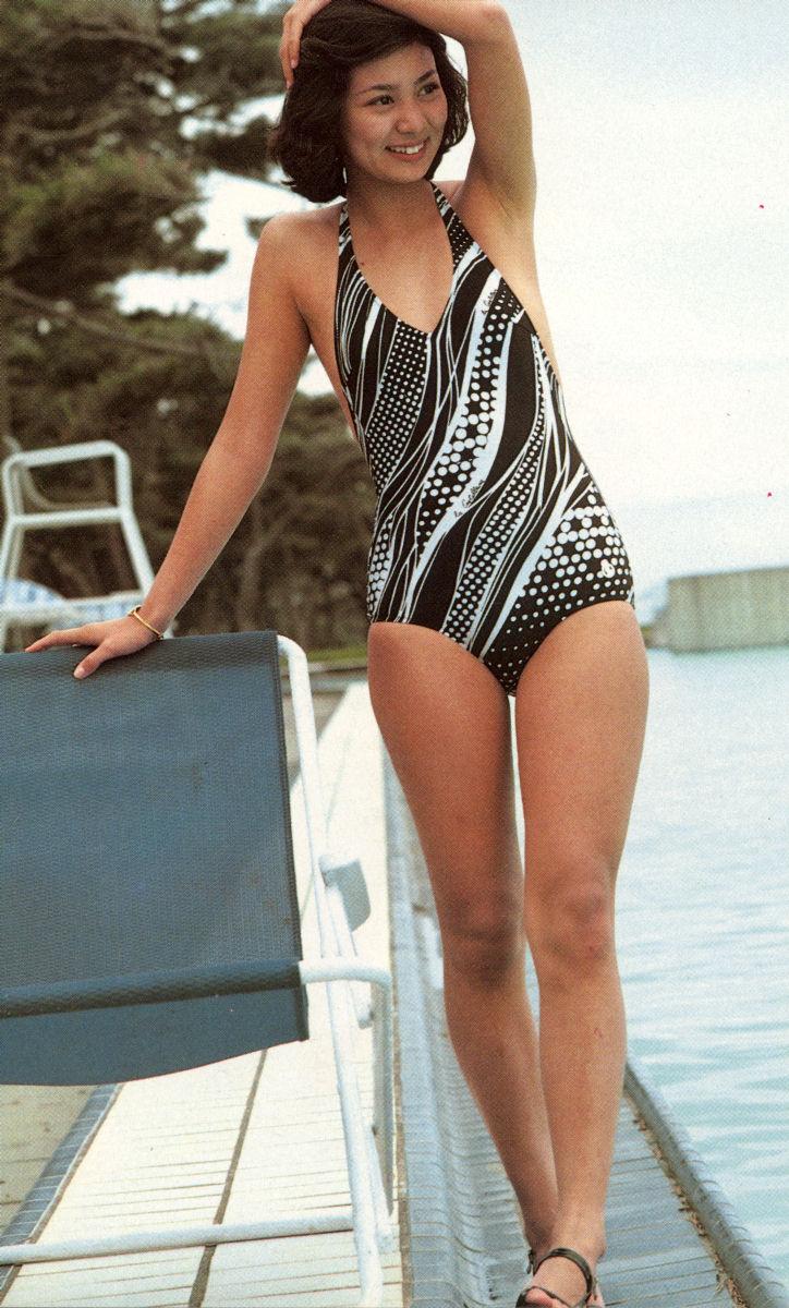 片平なぎさ セクシー ワンピース水着 70年代アイドル 脇 笑顔 太もも サスペンスの女王 高画質 エロかわいい画像2