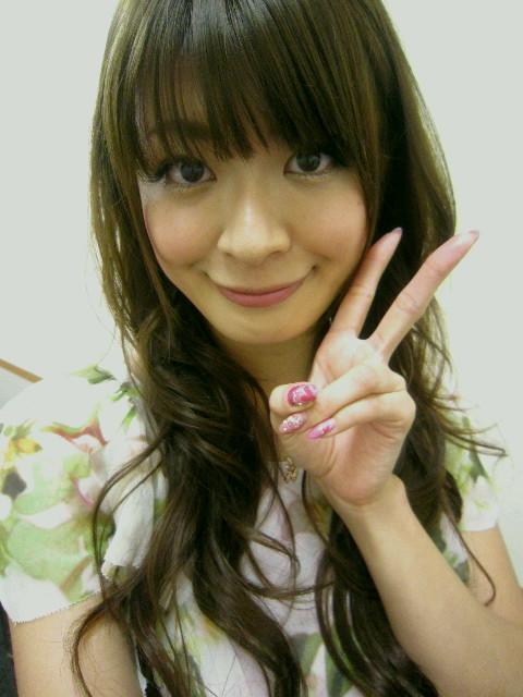 八田亜矢子 セクシー顔アップ アヒル口 唇 ピース エロかわいい画像