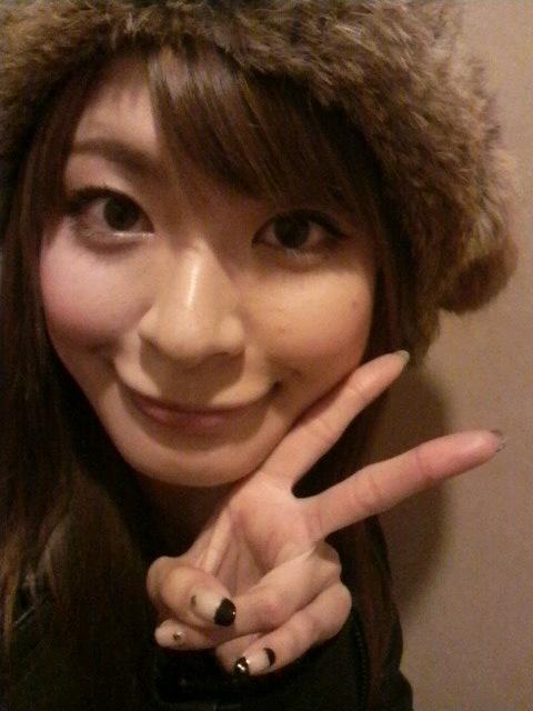 八田亜矢子 冬 セクシー顔アップ アヒル口 唇 ピース エロかわいい画像