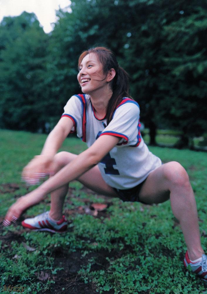 米倉涼子 開脚 笑顔 スポーツ ブルマ エロかわいい画像