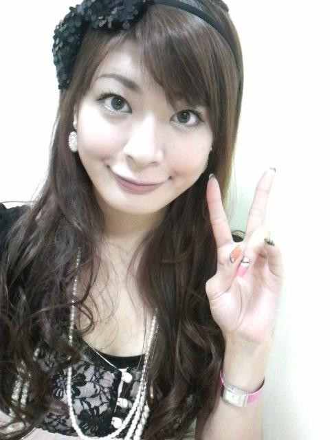 八田亜矢子 セクシー 顔アップ 笑顔 アヒル口 ピース エロかわいい画像