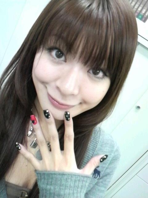 八田亜矢子 セクシー視線 顔アップ 笑顔 アヒル口 ピース エロかわいい画像