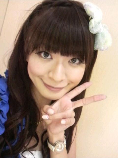 八田亜矢子 セクシーリボン顔アップ 笑顔 ピース エロかわいい画像