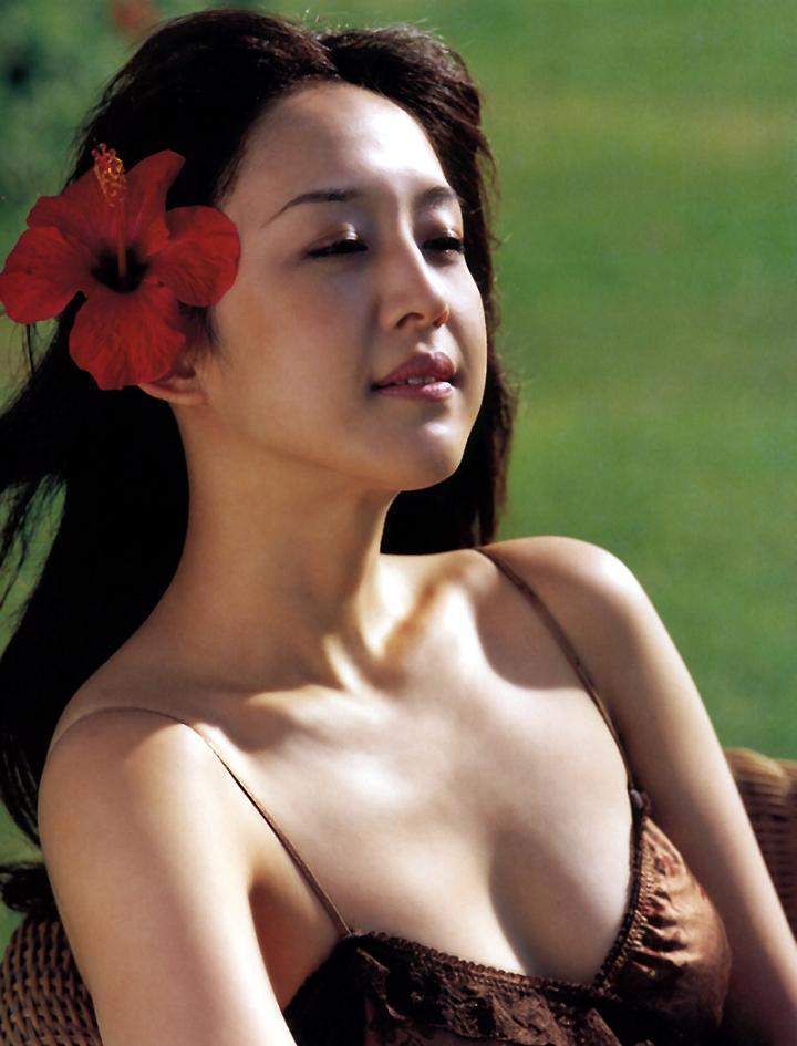 相田翔子 90年代 セクシー おっぱい 谷間 南国 エロかわいい画像