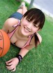 綾瀬はるか セクシー 巨乳おっぱいの谷間 タンクトップ カメラ目線 顔アップ 笑顔 前屈み 女優 バスケットボール ぶっかけ用 高画質 エロかわいい画像9