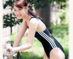武井咲 セクシー スクール水着 笑顔 太もも 蛇口 女優 高画質 エロかわいい画像2