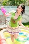 佐山彩香 セクシー じょうろ 水ぶっかけ 濡れている カメラ目線 ポニーテール ミニスカート 口開け 舌 高画質 エロかわいい画像3