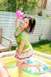 佐山彩香 セクシー 胸チラ おっぱいの谷間 じょうろ 水ぶっかけ 濡れている カメラ目線 ポニーテール ミニスカート 高画質 エロかわいい画像4