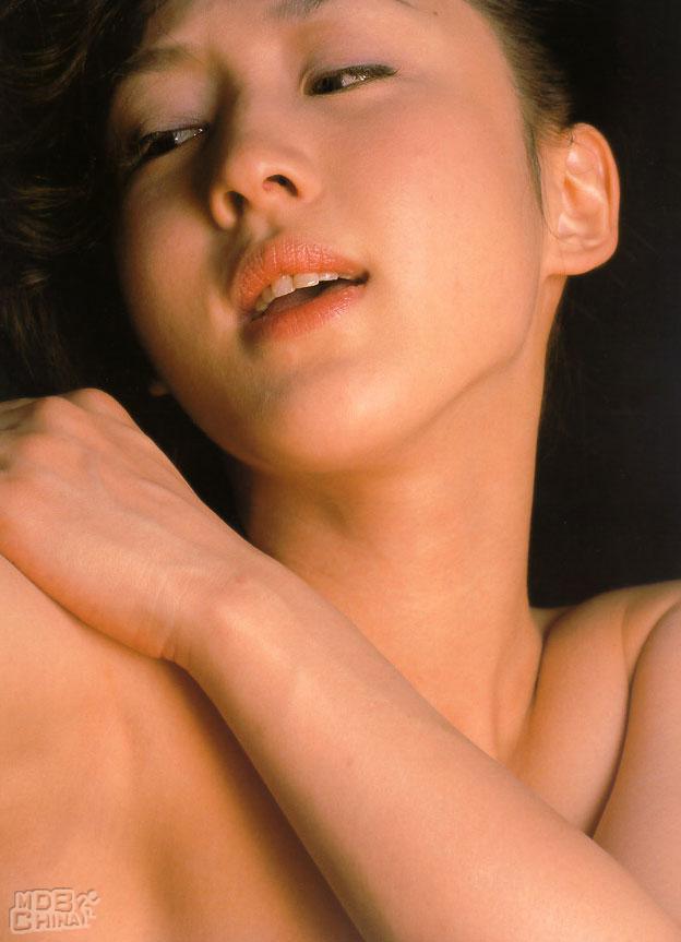 相田翔子 セクシー セミヌード 顔アップ 恍惚の表情 唇 エロかわいい画像