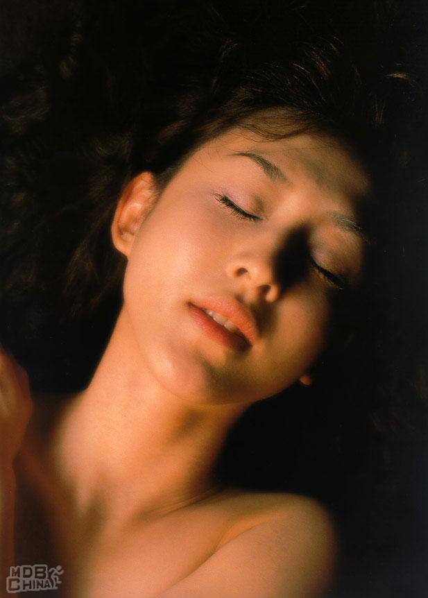 相田翔子 セクシー セミヌード 顔アップ 恍惚の表情 唇 エロかわいい画像2