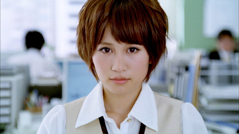 AKB48 前田敦子 セクシーキスする前の顔 ワンダCM OLコスプレ 顔アップ 唇 エロかわいい画像