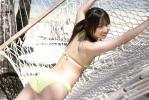 AKB48 小林香菜 セクシー ローレグビキニ水着 カメラ目線 お尻 太もも ハンモック 壁紙サイズ 高画質 エロかわいい画像4