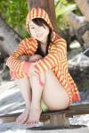 AKB48 小林香菜 セクシー ビキニ水着 カメラ目線 パーカー 太もも 股間 高画質 エロかわいい画像10