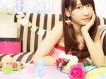 AKB48 柏木由紀 セクシー カメラ目線 頬杖 顔アップ 壁紙サイズ 顔射用 とろろ精子大好きオナドル 高画質 エロかわいい画像1