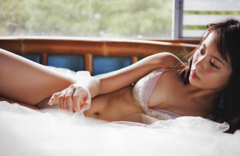 本仮屋ユイカ セクシー おっぱい 谷間 ランジェリー ブラジャー パンティー 下着 エロかわいい画像