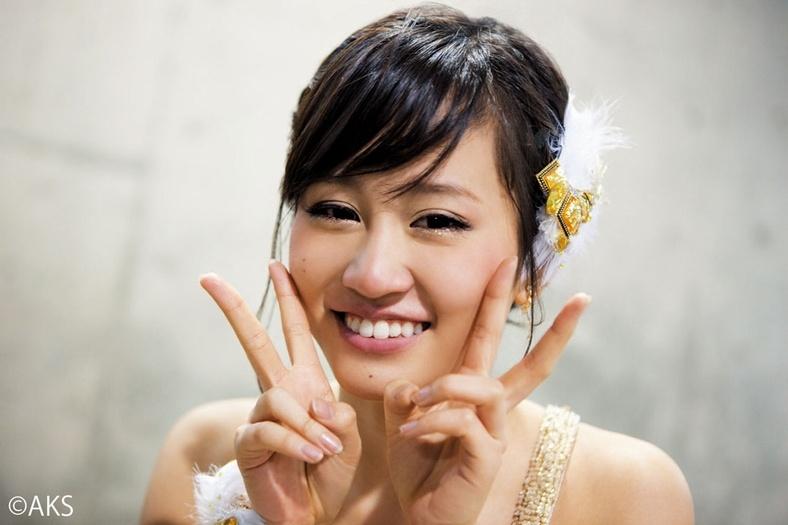 AKB48 前田敦子 セクシー Wピース 笑顔 顔アップ エロかわいい画像