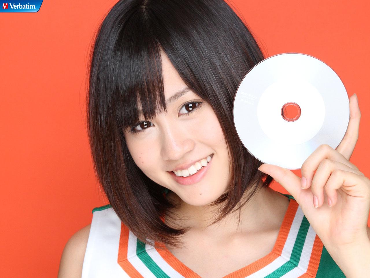 AKB48 前田敦子 セクシー 笑顔 顔アップ 鎖骨 エロかわいい画像22