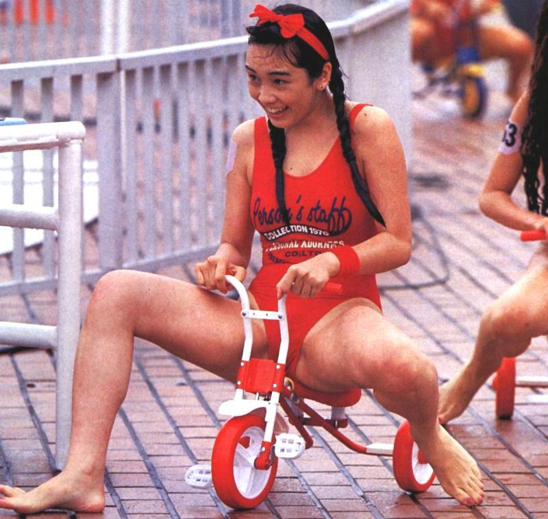 西田ひかる セクシー 開脚 局部 ハイレグ 水着 ムチムチ 太もも 80年代 笑顔 エロかわいい画像24