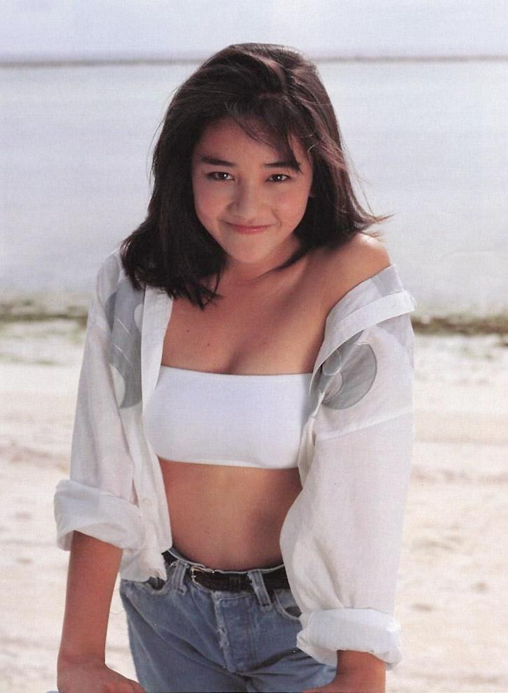 西田ひかる セクシー チューブトップ 巨乳 おっぱいの谷間 ムチムチ 80年代 笑顔 エロかわいい画像26