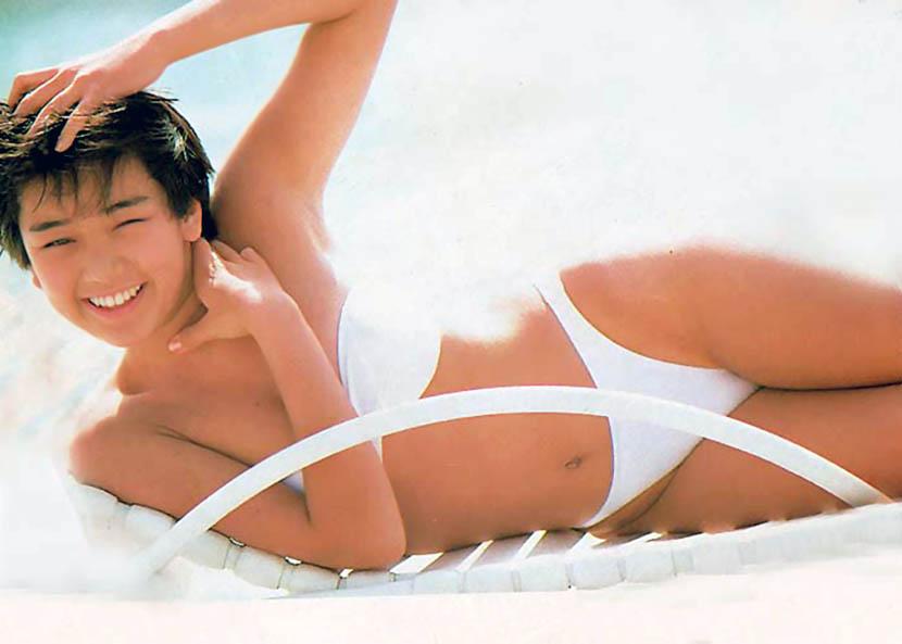 西田ひかる セクシー ハイレグ ビキニ 水着 ウィンク ムチムチ 80年代 笑顔 エロかわいい画像29